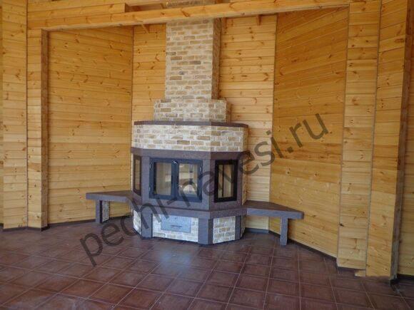 Угловой дровяной камин для дома из кирпича в интерьере